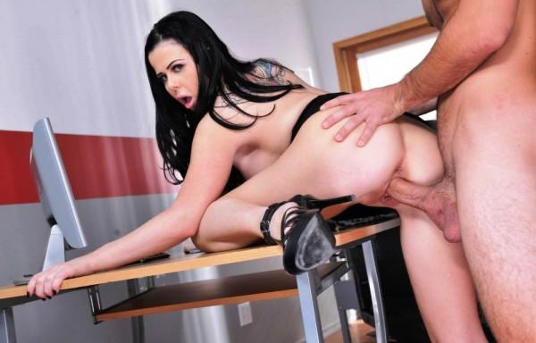 Geiles Girl im Porno Gratis Video